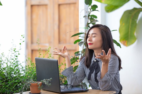 woman patiently waiting for stocks to increase